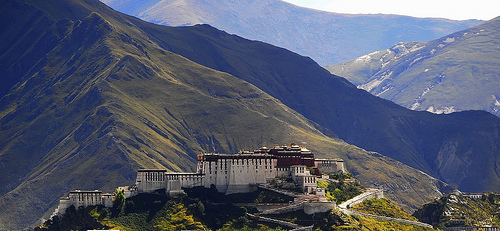 Potala Palace in Lhasa, Tibet (image from reurinkjan on Flickr)