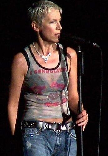 The singer in concert in 2004