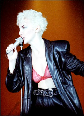 Annie Lennox in concert with Eurythmics in 1986